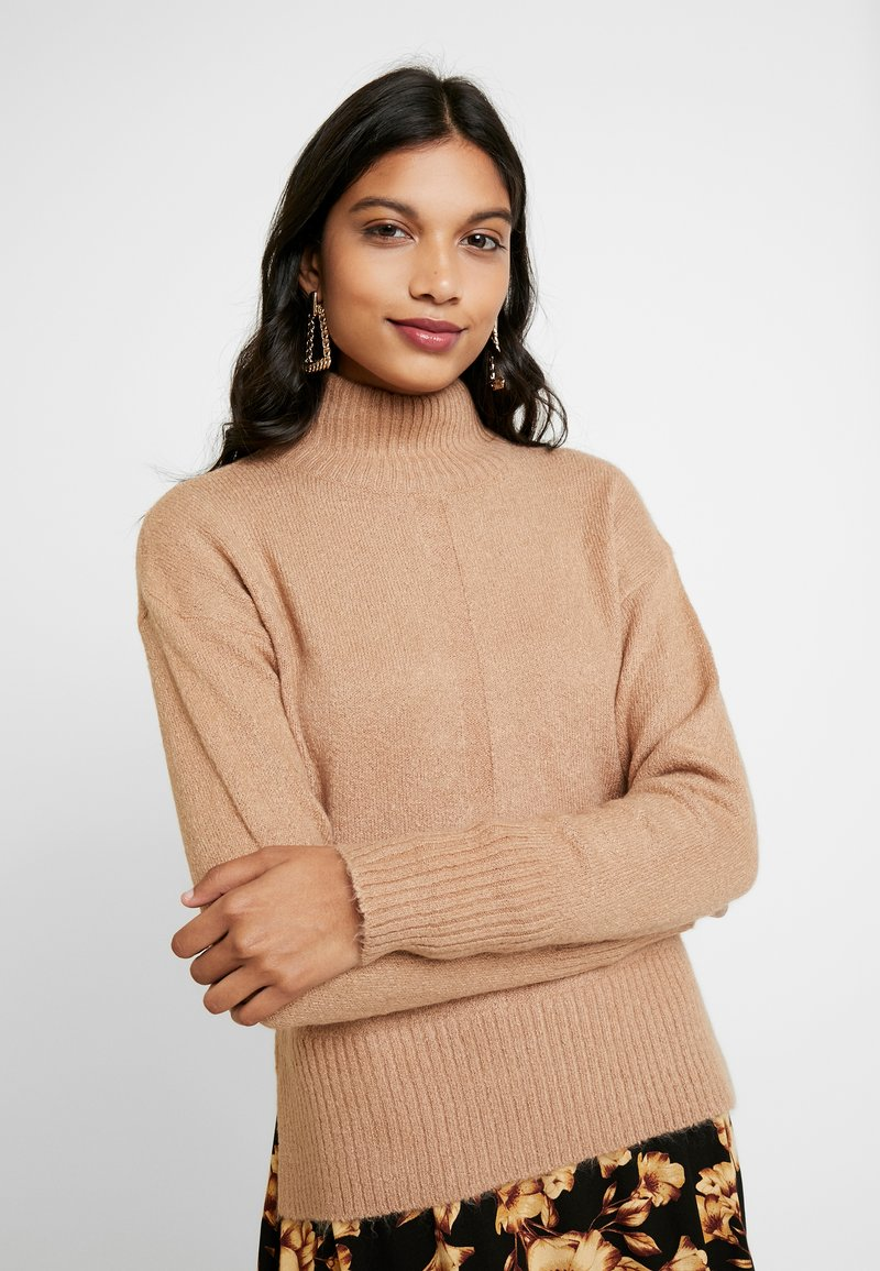 Dorothy Perkins - LEAD IN HIGH NECK - Neule - camel