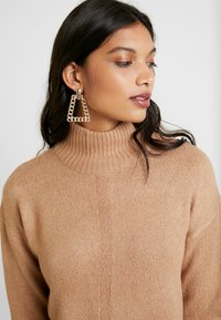 Dorothy Perkins - LEAD IN HIGH NECK - Neule - camel - 4