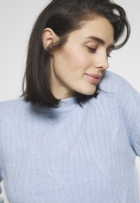 Dorothy Perkins - DIAGONAL DETAIL HIGH NECK JUMPER - Maglione - pale blue - 3