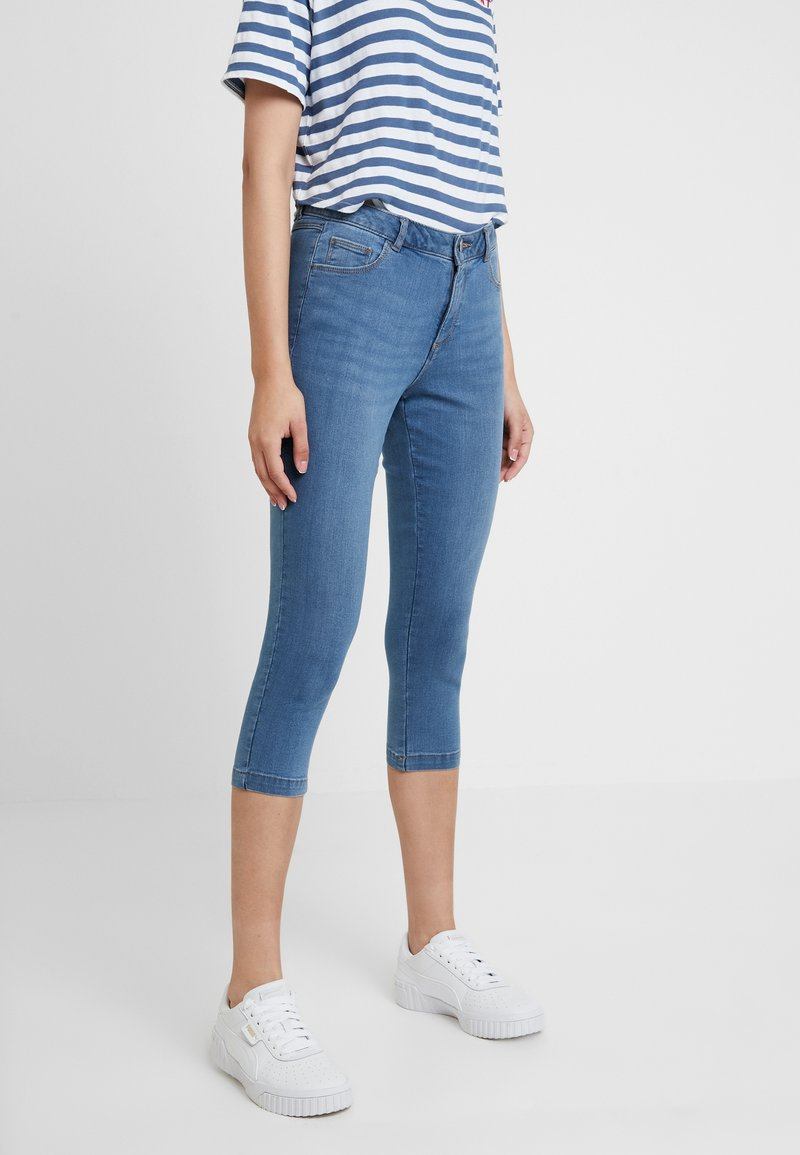 Dorothy Perkins - ENTRY CROPPED - Shorts vaqueros - light wash denim