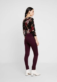Dorothy Perkins - FRANKIE - Trousers - berry - 2