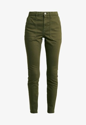 REGULAR PATCH POCKET UTILITY DARCY - Slim fit jeans - khaki