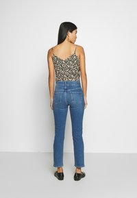 Dorothy Perkins - BOYFRIEND JEAN - Jeans slim fit - midwash - 2