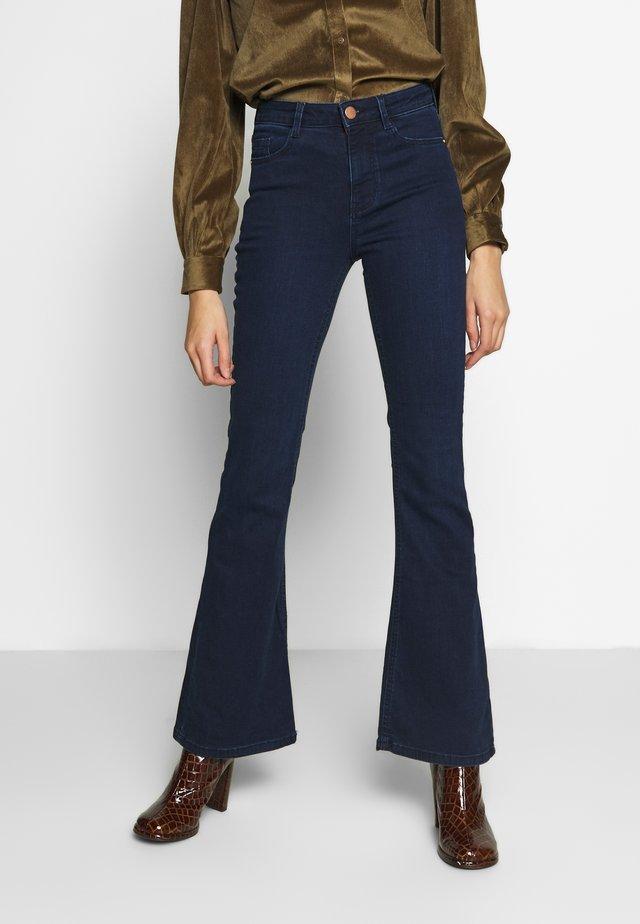 KICK FLARE - Flared Jeans - blue