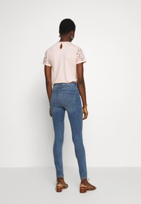 Dorothy Perkins - SHAPE AND LIFT - Jeansy Skinny Fit - midwash - 2