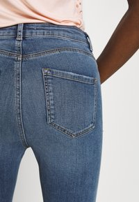 Dorothy Perkins - SHAPE AND LIFT - Jeansy Skinny Fit - midwash - 3