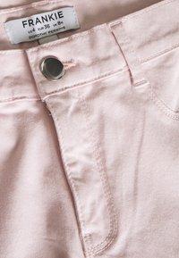 Dorothy Perkins - FRANKIE ANKLE GRAZER - Jeansy Skinny Fit - pale pink - 2