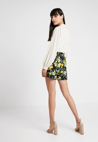 Dorothy Perkins - LEMON POM POM  - Shorts - dark blue - 2
