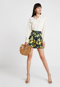Dorothy Perkins - LEMON POM POM  - Shorts - dark blue - 1
