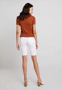Dorothy Perkins - KNEE - Jeans Short / cowboy shorts - white - 2