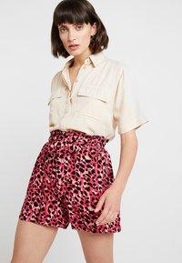 Dorothy Perkins - ANIMAL TAB DETAIL - Shorts - hot pink - 4