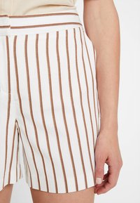Dorothy Perkins - STRIPE - Shorts - taupe/beige - 5