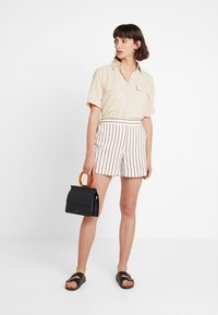 Dorothy Perkins - STRIPE - Shorts - taupe/beige - 1