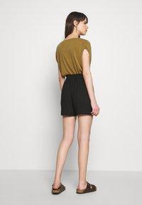 Dorothy Perkins - PAPERBAG - Shorts - black - 2
