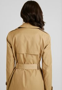 Dorothy Perkins - LIGHTWEIGHT - Trench - stone - 5