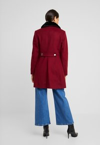 Dorothy Perkins - COLLAR DOLLY - Short coat - merlot