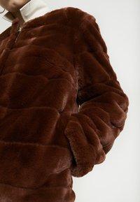 Dorothy Perkins - ANIMAL EDGE TO EDGE - Vinterjakke - brown - 5