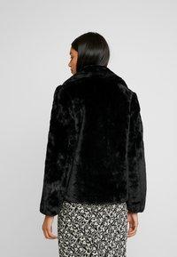Dorothy Perkins - SHORT PLUSH COLLAR REVERE - Light jacket - black - 2