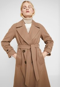 Dorothy Perkins - DOUBLE BREASTED BELTED WRAP - Trenchcoat - mushroom - 3