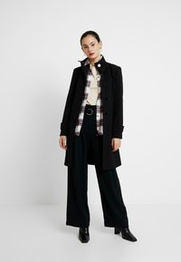 Dorothy Perkins - GLOSSY SHORT FUNNEL NECK COAT - Krátký kabát - black - 1