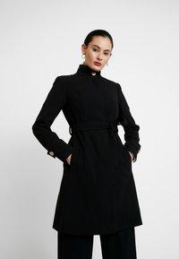 Dorothy Perkins - GLOSSY SHORT FUNNEL NECK COAT - Krátký kabát - black - 0