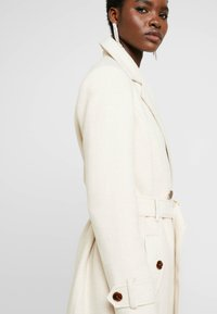 Dorothy Perkins - WINTER UTILITY WRAP COAT - Zimní kabát - cream - 3