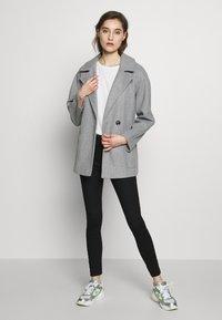 Dorothy Perkins - SHORT WRAP LIGHTWEIGHT COAT - Krátký kabát - grey - 1