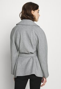 Dorothy Perkins - SHORT WRAP LIGHTWEIGHT COAT - Krátký kabát - grey - 2