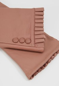 Dorothy Perkins - BUTTON FRILL GLOVE - Guantes - blush - 4