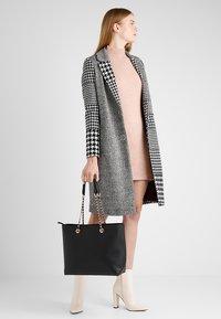 Dorothy Perkins - CHAIN - Handbag - black - 1