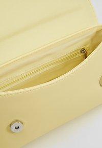 Dorothy Perkins - BAR - Clutch - light yellow - 4