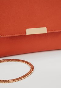 Dorothy Perkins - DOUBLE COMP - Pochette - orange - 6