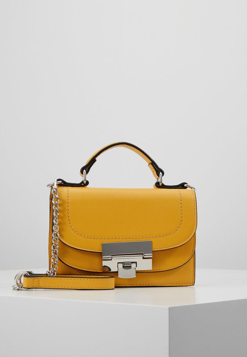 Dorothy Perkins - TOP HANDLE DOUBLE FLAP CROSSBODY - Håndtasker - ochre