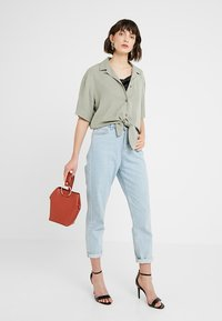 Dorothy Perkins - RING BUCKET CROSSBODY - Axelremsväska - rust - 1