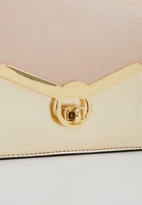 Dorothy Perkins - TWIST BAR CLUTCH - Clutch - rose gold-coloured - 6