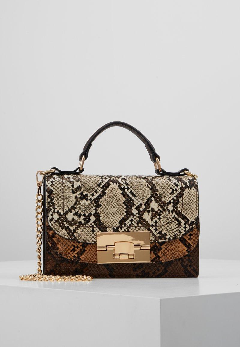 Dorothy Perkins - TOP HANDLE DOUBLE FLAP CROSSBODY SNAKE - Håndtasker - brown