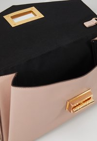 Dorothy Perkins - LARGE LOCK - Clutch - nude - 4