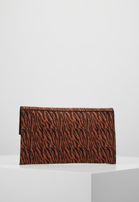 Dorothy Perkins - LARGE LOCK - Clutch - rust - 2