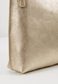 Dorothy Perkins - POUCH COMP - Pochette - gold-coloured - 6