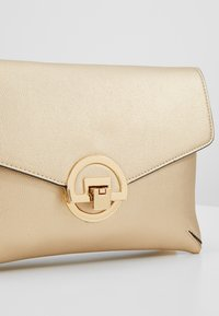 Dorothy Perkins - DOUBLE COMP HARDWARE - Pikkulaukku - gold - 6