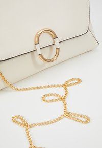 Dorothy Perkins - O RING - Clutches - cream - 6