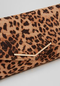Dorothy Perkins - STITCHED - Clutch - brown - 6