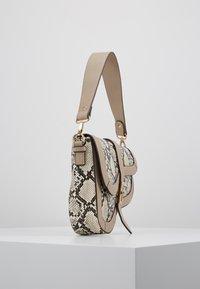 Dorothy Perkins - CURVE TWISTLOCK SHOULDER - Handbag - nude - 3