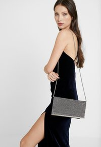 Dorothy Perkins - DIAMONTE CHAINMAIL CLUTCH - Clutch - silver - 1