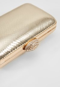 Dorothy Perkins - DIAMONTE CLASP BOX CLUTCH - Clutch - gold - 6