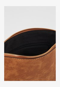Dorothy Perkins - TAN ZIP TOP CROSS BODY - Schoudertas - tan - 2