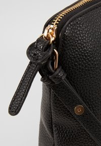 Dorothy Perkins - TAN ZIP TOP CROSS BODY - Schoudertas - black