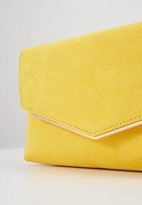 Dorothy Perkins - BAR - Clutches - sunshine yellow - 5