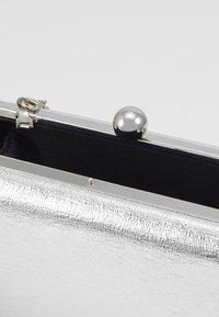 Dorothy Perkins - BALL CLASP BOX  - Clutch - silver - 4