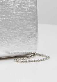 Dorothy Perkins - BALL CLASP BOX  - Clutch - silver - 6